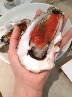 牡蠣 オイスター 焼牡蠣 セレブ 金持ち リタイア リタイヤ リッチ セミリタイア セミリタイヤ 和食 イタリアン フレンチ 海鮮 魚介 おいしい oyster 岩牡蠣 deshuitre celeb groume rich 殻つき トマトソース