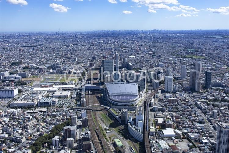 埼玉スーパーアリーナ・さいたま新都心から都心を望む・空撮の写真
