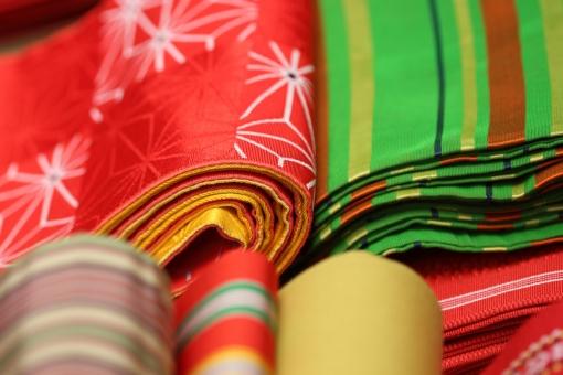 着物 和服 生地 和服生地 和風 日本 伝統 絹 端切れ はぎれ 布 シルク 柄 和柄 帯 着付け 浴衣