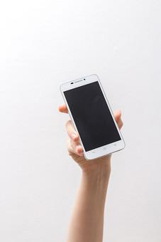 人 人間 人体 身体 人肌 肌 皮膚 手 指 手指 ゆび 関節 指の関節 デッサン 手のデッサン 手のモデル 手のポーズ  爪  右手  白い 白背景  曲げる 指を曲げる 手首 持つ 掲げる 携帯電話 スマートフォン スマホ ハンドモデル