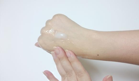 乾燥 乾燥肌 肌の悩み 美容 美白 美肌 保湿 保湿液 保湿クリーム スキンケアクリーム 美白クリーム エイジングケア スキンケア 試供サンプル キメが粗い キメ細かい 肌ケア コピースペース くすみ モニター 女性の手 女性 手 腕 手の甲 指 皮膚科 エステ 肌年齢 肌診断