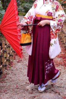 袴 女性 女 成人 振袖 着物 成人式 卒業式 素材 和装 和 可愛い 無料 無料素材 素材 卒業 大学生 大学 番傘 傘 京都 日本の心 大和撫子 日本女子