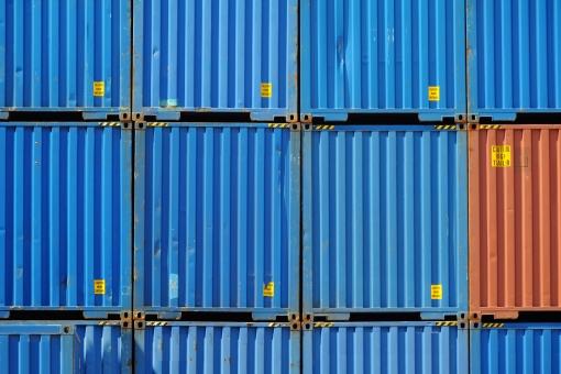 コンテナ コンテナターミナル コンテナヤード ビジネス 輸出 輸入 荷物 貨物 輸送 運輸 物流 流通 運搬 産業 貿易 港 埠頭 船荷 積荷 鉄 スチール 積む 運ぶ 金属 アップ イメージ 背景 バックグラウンド 質感 テクスチャ テクスチャー 素材 一面 全面 古い 錆び 錆 サビ 塗料 塗装 汚れ 汚れた ダメージ 老朽 老朽化 青 オレンジ色 青色