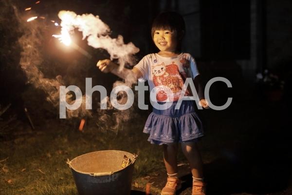 花火をする女の子10の写真