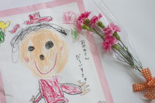 母の日 カーネーション 花束 ピンク 桃色 マゼンダ 花 植物 切花 リボン プレゼント お祝い 感謝 似顔絵 母親 ありがとう メッセージ ママ イラスト 絵 画 手描き こども 子ども 子供 幼児 保育園 幼稚園