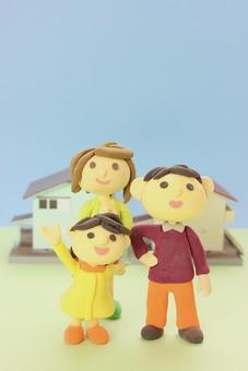クレイ クレイアート クレイドール ねんど 粘土 クラフト 人形 アート 立体イラスト 粘土作品 家族 家 マイホーム 男性 女性 子供 こども 明るい 笑顔 お母さん お父さん 女の子 親子