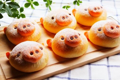 ぶた 豚 子豚 こぶた 顔 あんぱん 小麦粉 手作り キッチン かわいい 可愛い 菓子パン 成形 鼻 チョコチップ