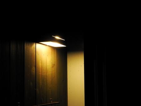 「玄関の電気夜」の画像検索結果