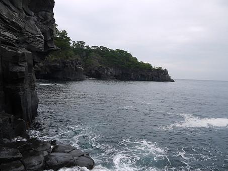 伊豆 いず 伊豆半島 静岡県 東日本 日本 関東 伊豆市 景色 風景 自然 環境 観光 観光地 旅行 海 駿河湾 空 雲 崖 植物 絶景 波 岩 泡
