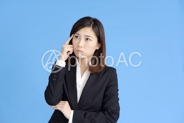 困った顔の女性4の写真