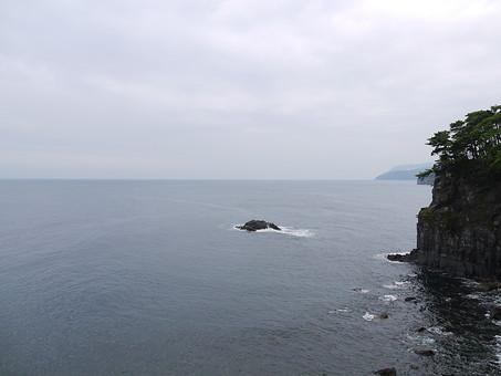 伊豆 いず 伊豆半島 静岡県 東日本 日本 関東 伊豆市 景色 風景 自然 環境 観光 観光地 旅行 海 駿河湾 空 雲 崖 植物 絶景 波 岩 島
