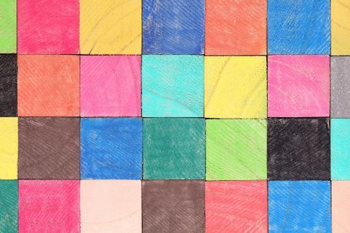 積み木 積木 つみ木 積む 木 木材 材木 木目 立体 キューブ カラー 色 カラフル 色とりどり おもちゃ 木片 ブロック 質感 背景 バックグラウンド 壁 背景素材 背景イメージ 素材 天然素材 天然 自然 間伐材 テクスチャ テクスチャー 模様 パターン 断面 小物 置物 四角 形 四角形 正方形 新しい モザイク ます目 無人 スタジオ スタジオ撮影 イメージ 赤色 黄色 青色 緑色 一面 全面