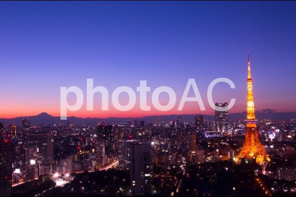 東京タワーと富士山の写真
