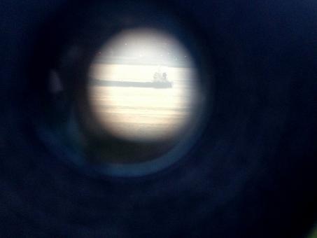 双眼鏡 binoculars 望遠鏡 観光双眼鏡 観光望遠鏡 観光地 対眼レンズ 倍率 アップ 接写 風景観察 光学器械 プリズム 船 船舶 瀬戸内海 太平洋 海 sea boat ship 日本 Japan 野外 屋外 素材 風景