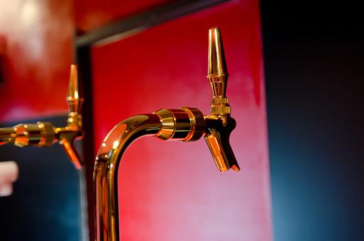 飲み物 サーバー ビールサーバー ビール レバー バー BAR 店 店舗 夜  飲食店 アルコール 酒 お酒 飲み屋 大人 カウンター バーテンダー ビアガーデン ビア 生ビール 飲料 ゴールド 金 金属