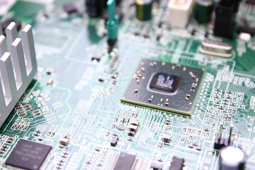 基盤 半導体 電子回路 回路 テクノロジー ボード 電気 IT チップ エレクトロニクス 電子機器 精密機器 マイクロチップ IC CPU 集積回路 プリント基板 トランジスタ 先端技術 コンデンサー 最先端 マイクロコンピューター 制御装置 アイテム パソコン コンピューター マザーボード ビジネス 修理 製造 技術 工業 製品 産業 ケーブル  一面 俯瞰 端子 クローズアップ  緑 黒