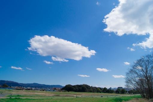 青空 白い雲 平城宮跡 1300年の歴史 古都ロマン 世界遺産 爽快感 観光スポット 蒼穹 コピースペース