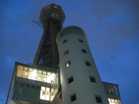 おおさか 大阪 浪速 なにわ なんば 難波 夜景 新世界 ネオン 工事中 led 電灯 木 オレンジ 青 濃紺 展望室 階段 螺旋階段 展望台