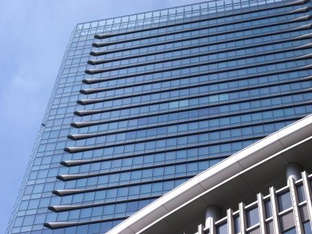 高層ビル ビル 商業ビル 商業施設 建物 建築物 都会 オフィスビル オフィス ビルディング ビジネス 事務所 会社 企業 店舗 投資 テナント 賃料 立地 レンタル 土地 不動産 マネジメント 経営 運営 雑居ビル 収益 管理 維持 自社ビル