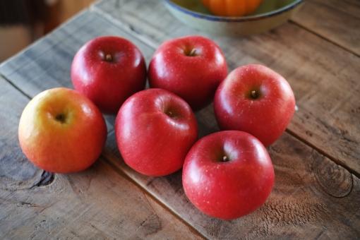 りんご リンゴ 林檎 くだもの 果物 秋 秋の果物 フルーツ 赤い果物 赤 fruit apple