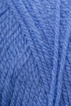 編み物 編物 毛糸 毛糸玉 糸 けいと 手芸 編み物用品 手編み ニット 編む 手作り 手仕事 ハンドメイド 趣味 ホビー 素材 資材 シンプル 雑貨 静物 スティルライフ 水色 青 青色 1色 一色 玉 接写 アップ 全面