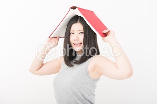 女性 本7の写真