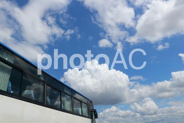 青空とバスの写真