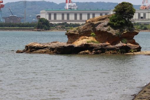 海 海岸 塩 潮 満潮 快晴 青空 青 景色 風景 自然 背景 素材 島 佐賀 伊万里 波 深い 岩 飛沫 水 晴れ 造船所