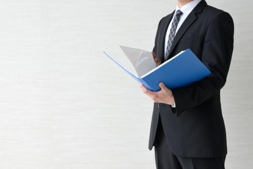 ビジネスイメージ―資料のチェックの写真