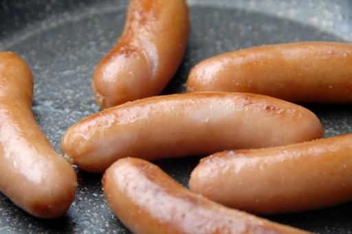 ソーセージ ウインナー ウィンナー 粗挽きウインナー 粗挽き 塩 こしょう コショウ 塩コショウ 塩こしょう フライパン 焼く 炒める つまみ 朝食 肉 肉料理 洋食 ドイツ料理 ドイツ 高カロリー 加工肉 加工食品