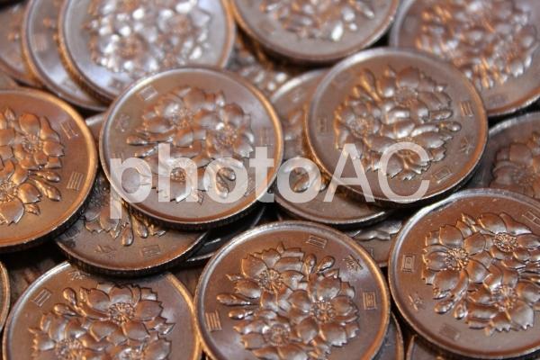百円玉 表の写真