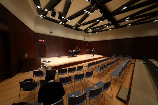 音楽 コンサート 光景 スナップ 演奏 ホール 楽屋 アーティスト 客席 舞台 ステージ 演奏会 横位置