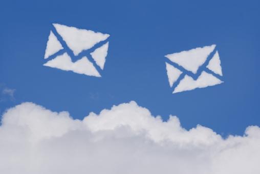 空 雲 手紙 メール eメール お手紙 便り エアメール 郵便 電子メール sns クラウドコンピューティング 文通 青空 大空 快晴 晴天 晴れ お天気 天気 イメージ 通信 バナー ビジネス アイキャッチ 青 mail