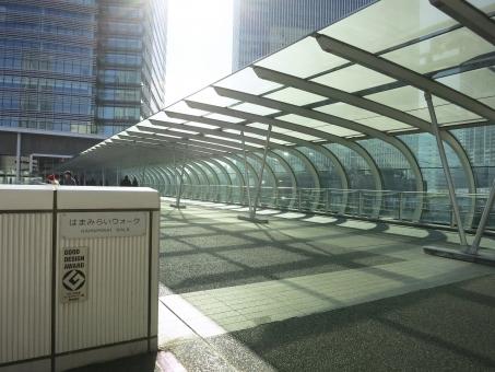 はまみらいウォーク よこはま ヨコハマ yokohama 16 都会 都市 デザイン 設計 ガラス ビル 高層 道 通路 神奈川 空 横浜