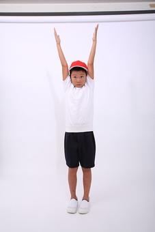 子供 子ども こども 小学生 体操着 体操服 赤白帽 帽子 男の子 男子 男 体操 ラジオ体操 運動 準備運動 運動会 体育 小学校 赤組 体育祭 人物 日本人 全身 ポーズ スタジオ 白バック 白背景 mdmk003