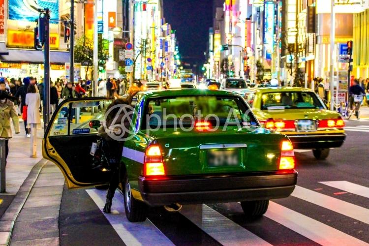 深夜のタクシー帰りの写真