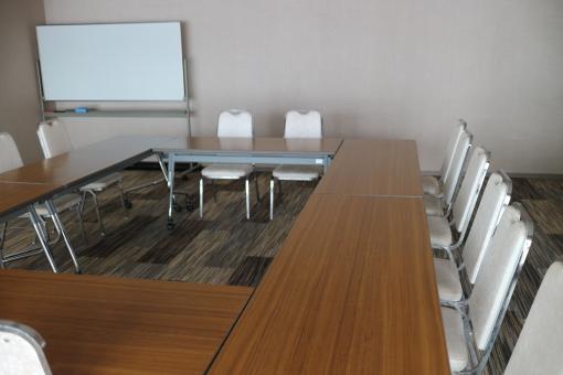 ビジネス 会議 会議室 仕事 ミーティング ホワイトボード 椅子 テーブル 無人