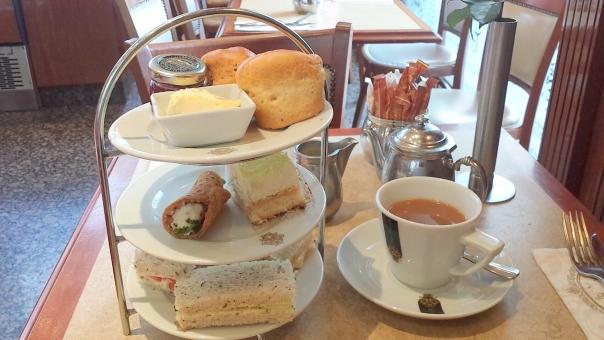 イギリス ロンドン UK London Afternoon tea 料理 食事 お菓子 スイーツ 紅茶 アフタヌーンティー