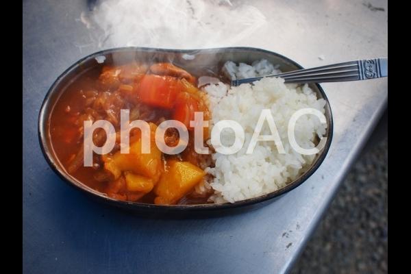 飯盒炊爨のカレーライスの写真