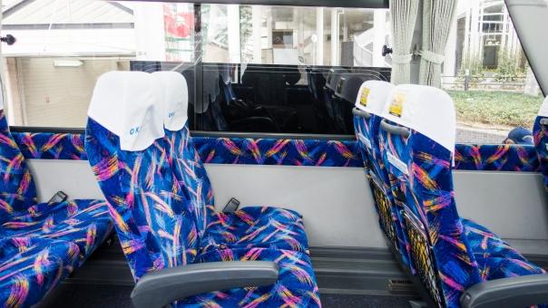 座席 席 座る バス ひじ掛け 休む 旅行 窓 リラックス 自動車 通学 旅 交通 走る 通勤 直通 空席 チケット 回数券 マネー 電子マネー 時刻表