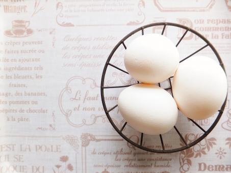 たまご タマゴ 玉子 卵 にわとり 鶏 ニワトリ 鶏卵 養鶏場 産みたて 蛋白質 たんぱく質 タンパク質 栄養補給 美容 健康食 毎朝 朝食 毎日 白玉子 産みたて 産む 新鮮 ヘルシー たまご料理 お菓子作り 白身 黄身 混ぜる 泡立てる