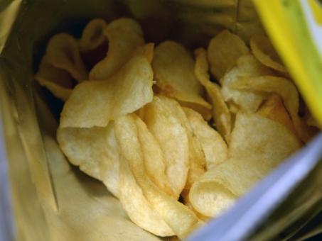 じゃがいも いも ポテトチップス ポテチ おかし フライ ジャンクフード チップス スナック Potato Junkfood Potatochips Snack