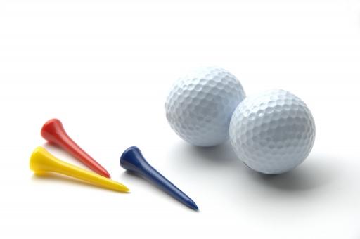 ゴルフ ボール ゴルフボール ピン スポーツ レジャー ラウンド 打つ ファー ホールインワン 趣味 接待 ビジネス ビジネスマン ライフスタイル 飛ばす 白バック 白背景