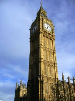 海外 外国 イギリス ロンドン ヨーロッパ ビッグベン 時計塔 国会議事堂 ウエストミンスター 晴れ 青空 鐘 観光 時を刻む 音 England London Big Ben Westminster