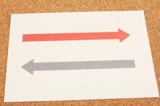 矢印 双方向 すれ違い 行き違い 送受信 相互 お互いに 交わらない 行ったり来たり 前後 左右 対照 対称 資料 デザイン ビジネス プラスマイナス 増減 上下 一進一退 コミュニケーション 交互 背景 素材 背景素材 連携 サイン イメージ 意志の疎通 やりとり