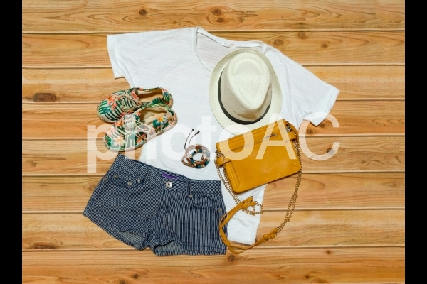 レディースファッション 夏 コーディネイトの写真