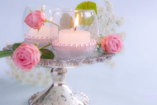 ろうそく 蝋燭 ローソク 灯り 光 ともしび 明かり ばら バラ 薔薇 レースフラワー ピンク 白 ホワイト 花 ディスプレイ 飾り メッセージカード パール 輝き ピンクパール ビーズ パール調 炎 ウエディング お祝い 幸福 幸せ カップル