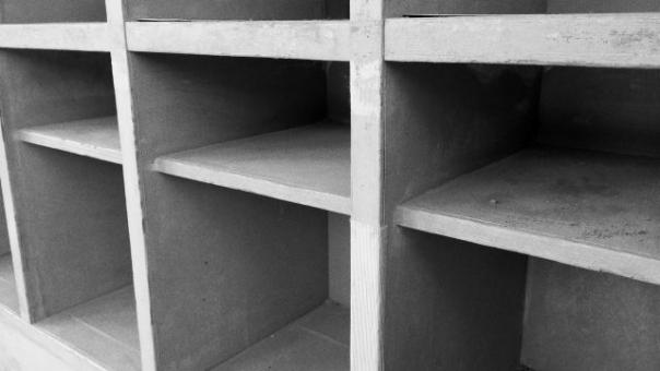 上履き 靴箱 小学校 スリッパ シューズ 小学生 下駄箱 学校 土足 靴 玄関 エントランス 並ぶ 勉強 学習 子供 子ども 幼稚園 保育園 思い出 青春 くつ箱