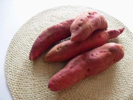 食べ物 美容 健康 背景 9月 10月 秋 芋類 芋 さつまいも さつま芋 サツマイモ 食欲 秋イメージ 秋の食べ物