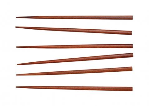 箸 はし お箸 ハシ 食器 茶色 木目 質感 シンプル 模様 デザイン 並ぶ 並べる 静物 工芸 工芸品 文化 和 和風 スティルライフ 道具 食事 食事道具 木製 木 木材 白バック 白背景 スタジオ撮影 切り抜き 日本 無人